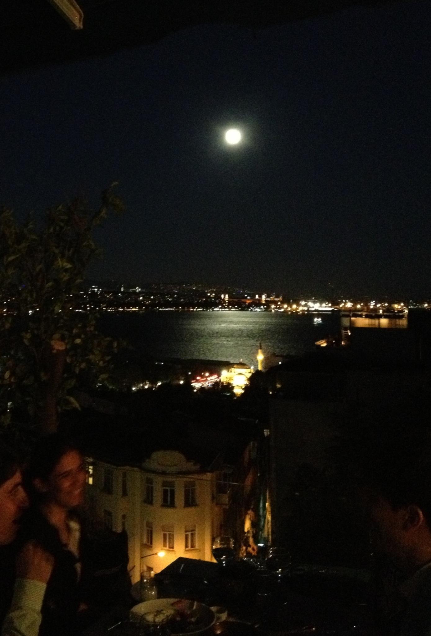 月夜のレストラン