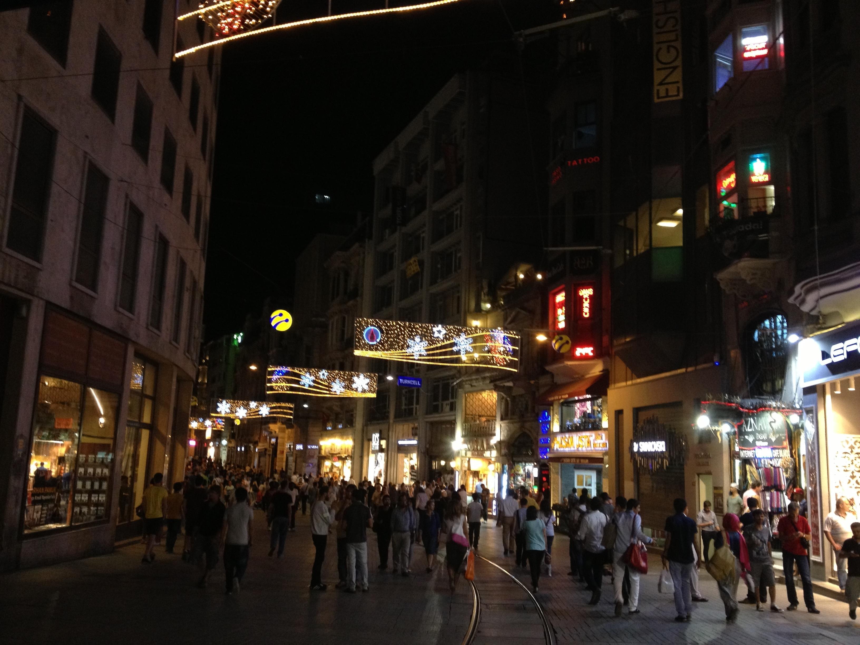 夜のメインストリート